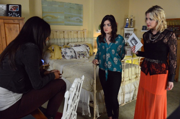 Pretty Little Liars 3x21: Out of Sight; Out of Mind