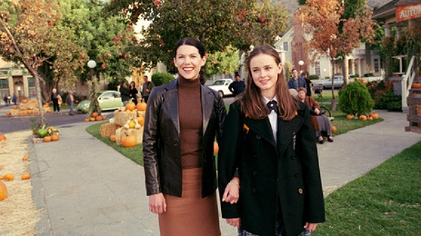 The GILMORE GIRLS Rewatch Project: A First Kiss, A Snow Day And A Dance Disaster