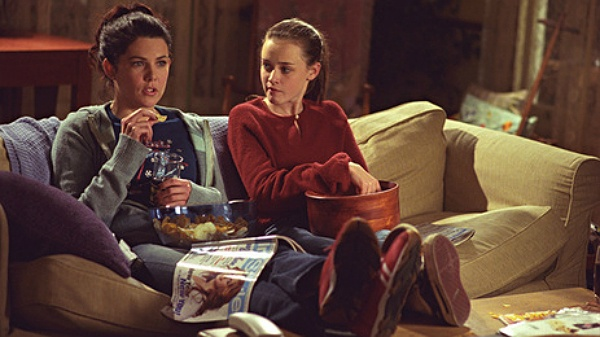 The GILMORE GIRLS Rewatch Project: A Lost Bracelet, A New Girlfriend And A Flower-Making Basket
