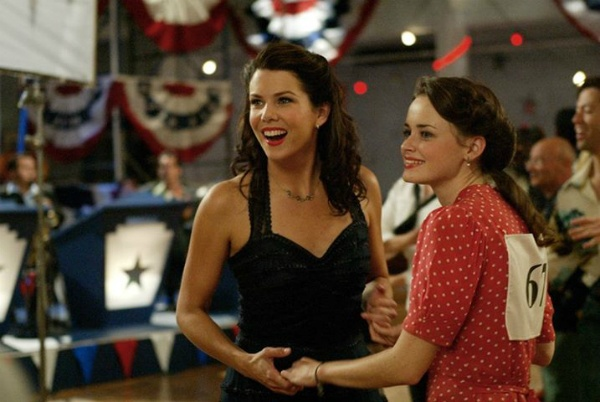 The GILMORE GIRLS Rewatch Project: A Dance Marathon, A Trip To Yale And Four Thanksgivings
