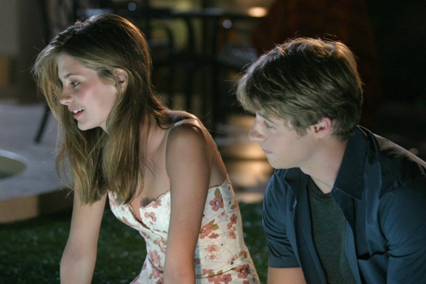 THE O.C. Rewatch Project: Seth And Summer's First Kiss